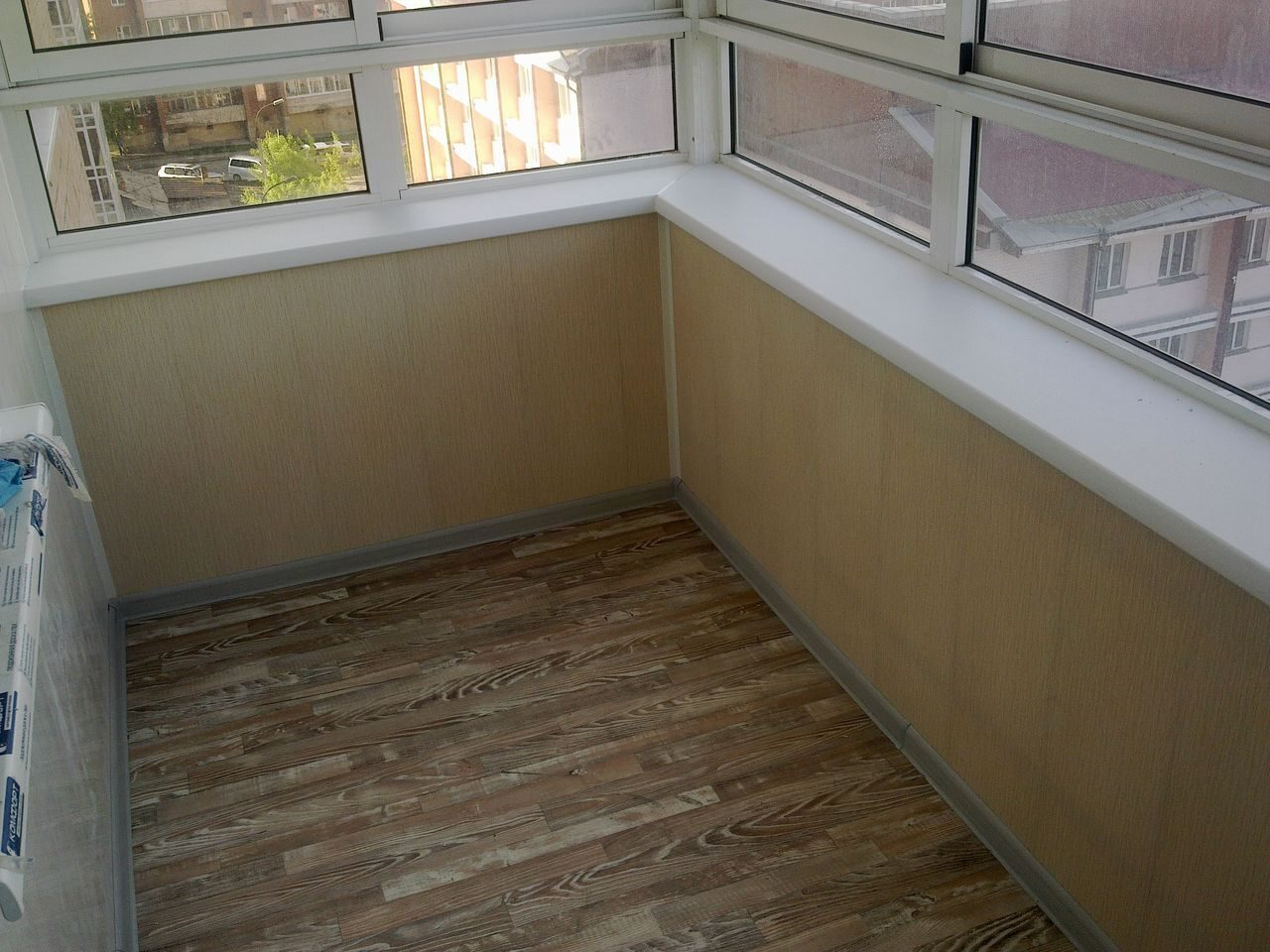 Отделка балкона лоджий от компании пк политэр, г.иркутск.